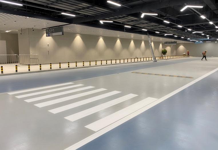 雄安駅駐車場塗装